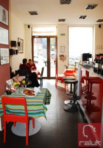 Violeta's-Vintage-Kitchen4