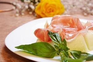 ginos-prosciutto-melone