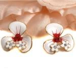 cercei calessia flori albe cristale rosii