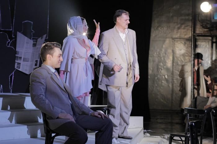 Andrei Lazar (Catavencu), Tina Munteanu (Zoe Trahanache) si Stefan Popov (Tipatescu)