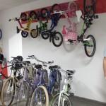 Biciclisti din toate zarile, pedalati la noul magazin Biciclop!